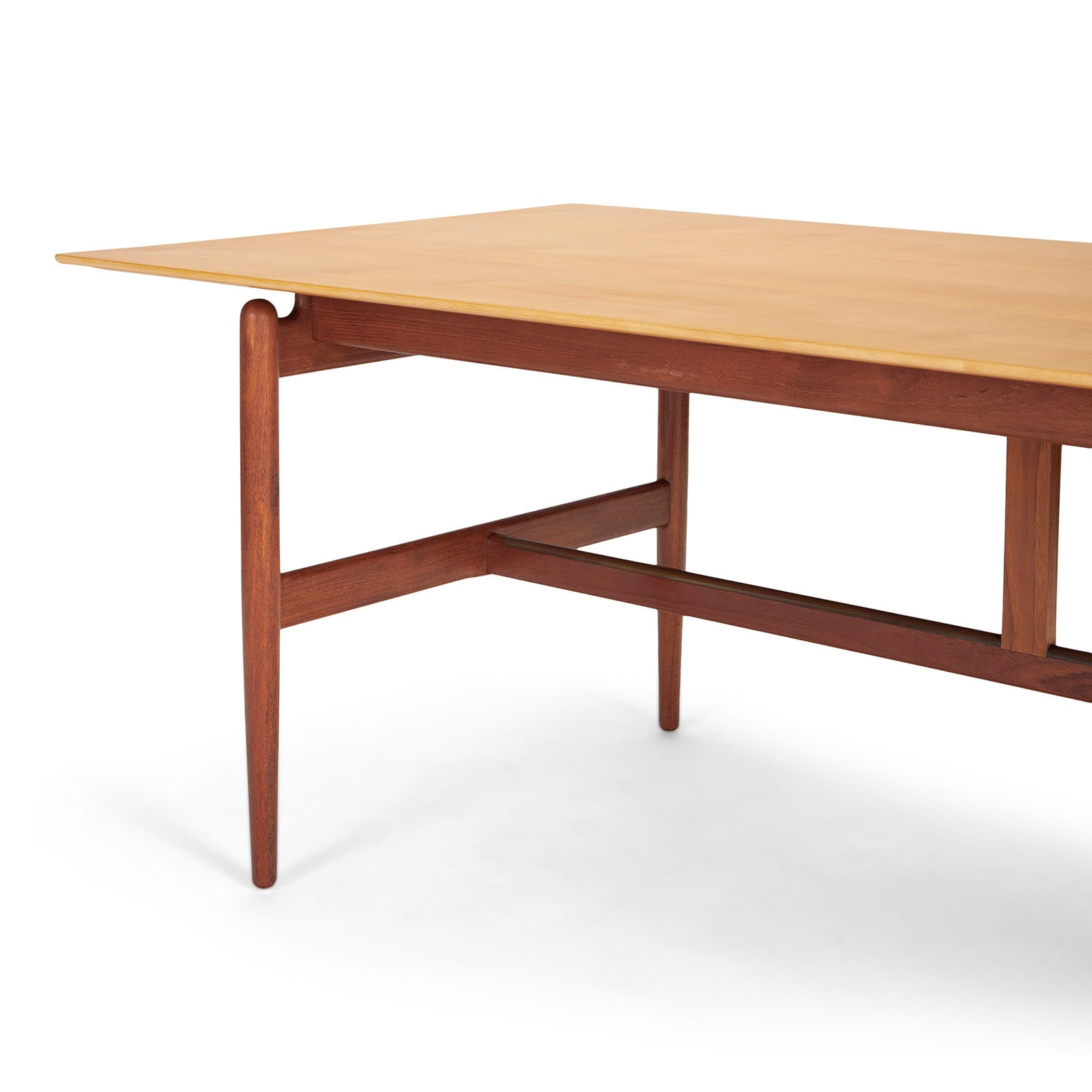 A freestanding work table