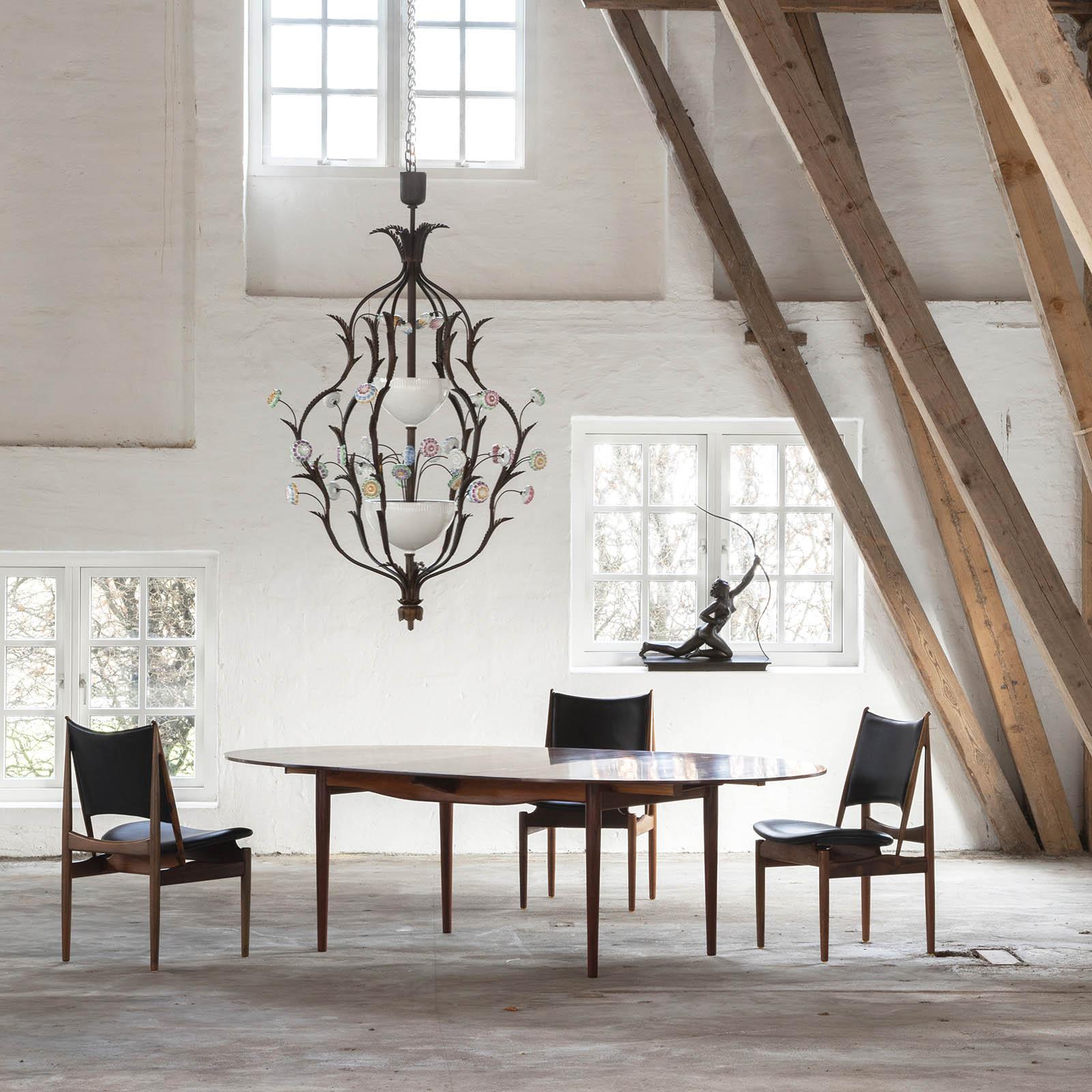 An impressive chandelier
